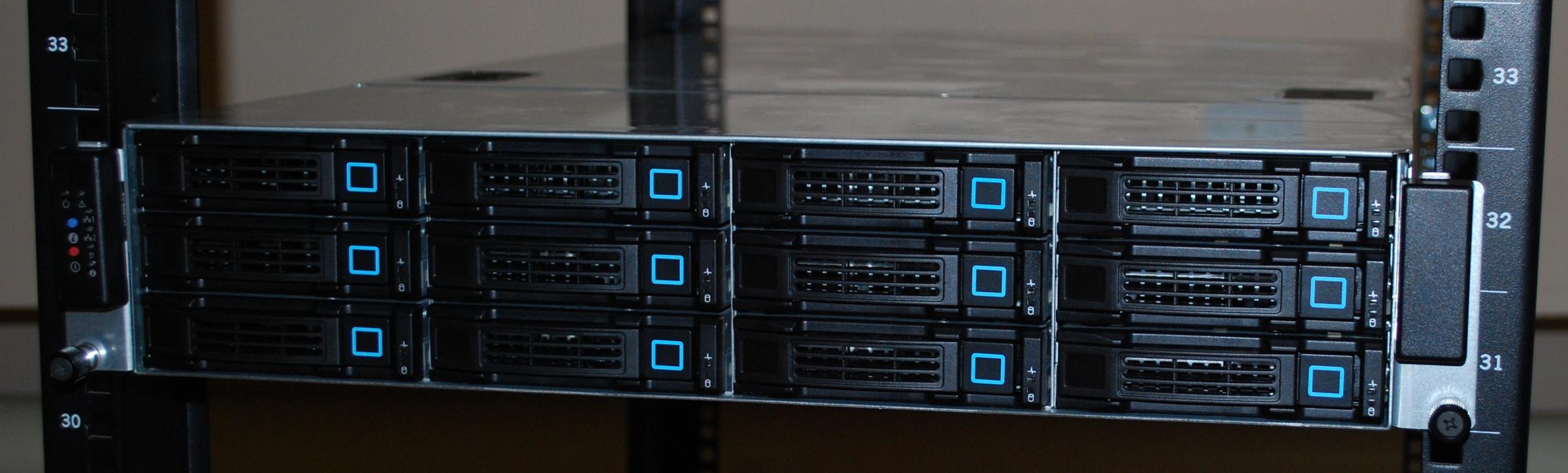 Сервер в стойке (задвинут)